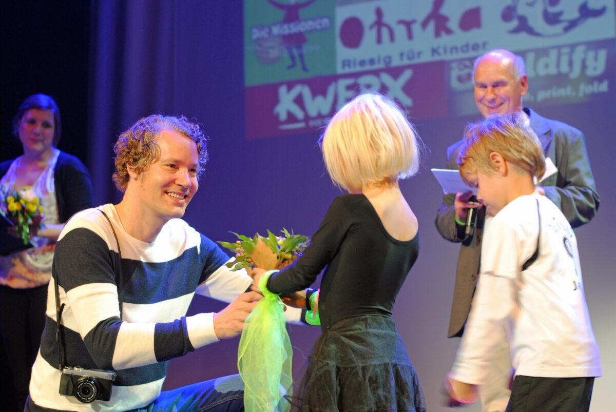 Manuel Drescher empfängt Medienpreis